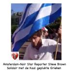 Steve Brown met Griekse vlag