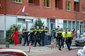 Massale NSB-Politie & debiele Handhaver van 'CDA Gestapo-Generaal- Grapperhaus' meppen een vrouw en kind elkaar tijdens een kinderfeestje r in Haarlem